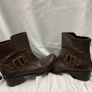 Leather Nine West boots with zipper in back